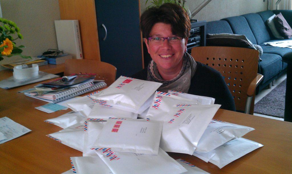 Stapels post verstuur ik voor Cardcetera - hier nog vanuit de Merckthoef, inmiddels vanuit Rotterdam