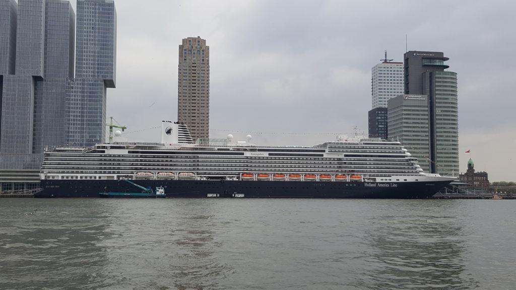 Uitzicht op de cruiseterminal Rotterdam