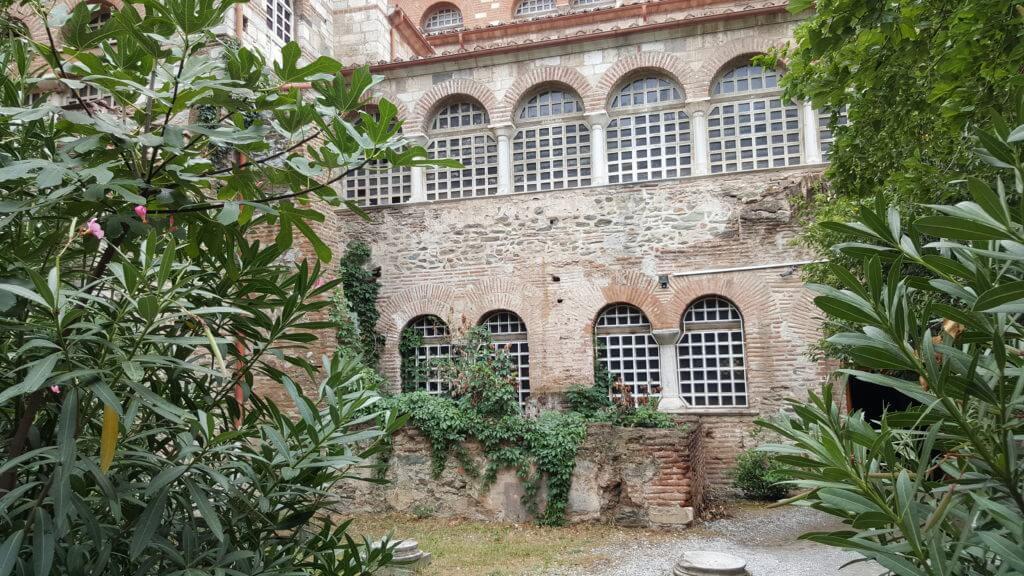 Binnenplaatsje bij een van de kerken van Thessaloniki